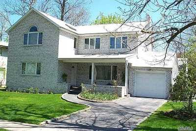Great Neck Single Family Home For Sale: 49 Warwick Rd
