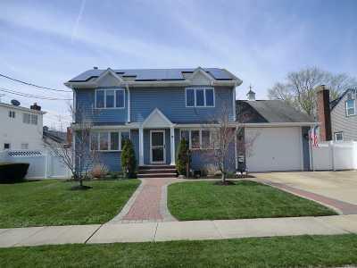 Hicksville Single Family Home For Sale: 8 Linden Blvd