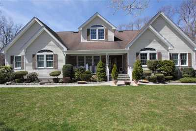 Manorville Single Family Home For Sale: 26 Silas Woods Rd