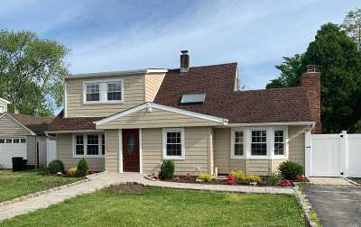 Levittown Single Family Home For Sale: 29 Book Ln
