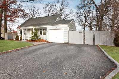 Babylon Single Family Home For Sale: 523 Pinto St