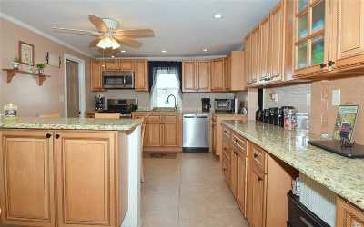 Seaford Single Family Home For Sale: 2471 S Seamans Neck Rd