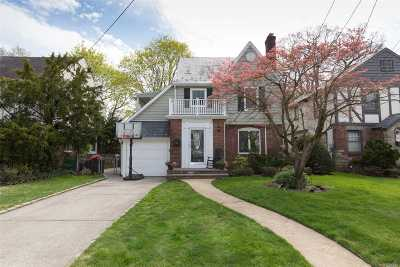 Lynbrook Single Family Home For Sale: 501 Whitehall St