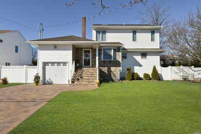 Massapequa Single Family Home For Sale: 150 Saint Marks Pl
