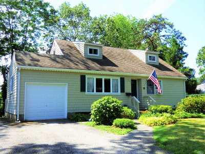 Smithtown Single Family Home For Sale: 4 Briaroot Dr