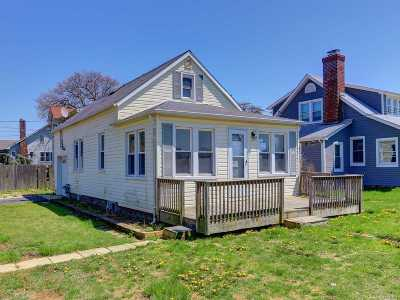 Lindenhurst Single Family Home For Sale: 688 Shore Rd