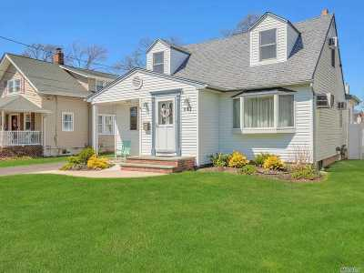 West Islip Single Family Home For Sale: 297 George St