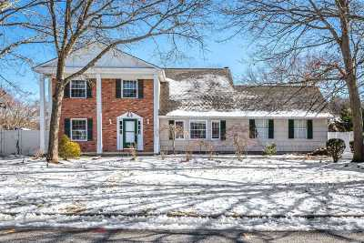 Holtsville Single Family Home For Sale: 31 Country Greens Dr