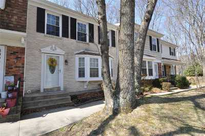 Yaphank Condo/Townhouse For Sale: 30 Penn Commons