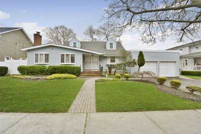Massapequa Park Single Family Home For Sale: 53 First Ave
