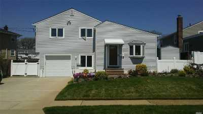 Wantagh Single Family Home For Sale: 2929 Bellport Ave