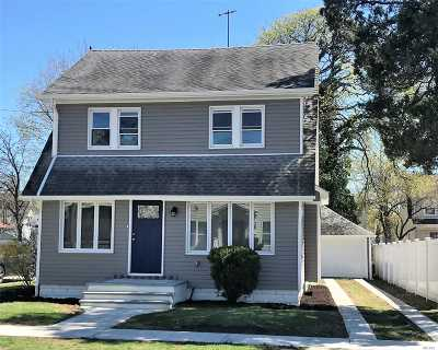 Roosevelt Single Family Home For Sale: 26 E Greenwich Ave