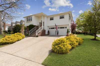 Malverne Single Family Home For Sale: 4 Adair Ct