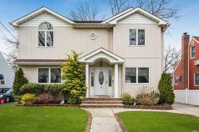 Merrick Single Family Home For Sale: 182 Elsie Ave