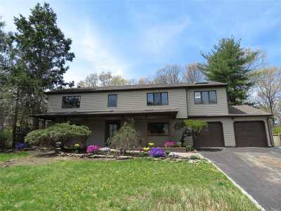 S. Setauket Single Family Home For Sale: 27 Long Meadow Pl