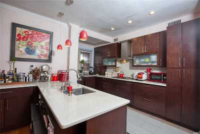 Bayside Single Family Home For Sale: 32-26 213th St
