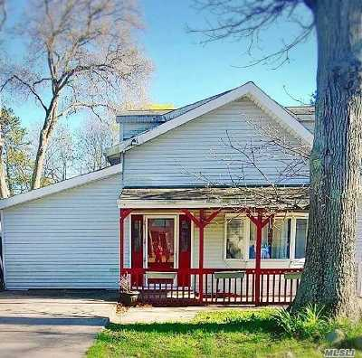 Selden Single Family Home For Sale: 6 Maplewood Ave