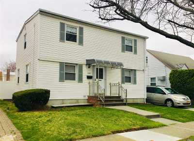Single Family Home For Sale: 81-18 262nd St
