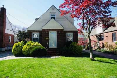 Nassau County Single Family Home For Sale: 87 Sperry Blvd