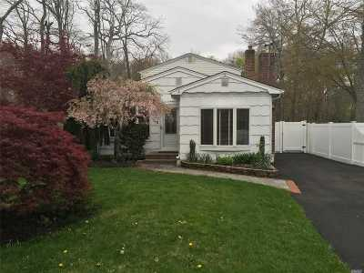 Oakdale Single Family Home For Sale: 145 Vanderbilt Blvd