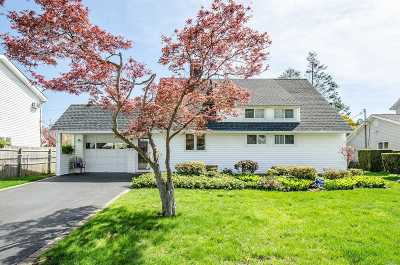 Nassau County Single Family Home For Sale: 27 Bunker Ln