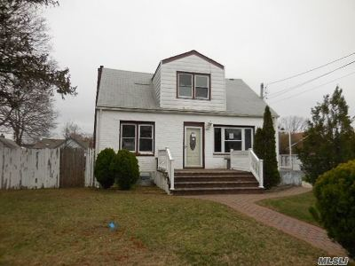 Queens County, Nassau County, Suffolk County Single Family Home For Sale: 913 Herzel Blvd