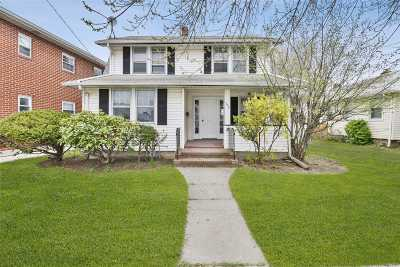 Nassau County Single Family Home For Sale: 552 Lakeville Rd
