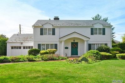 Nassau County Single Family Home For Sale: 130 Country Club Dr