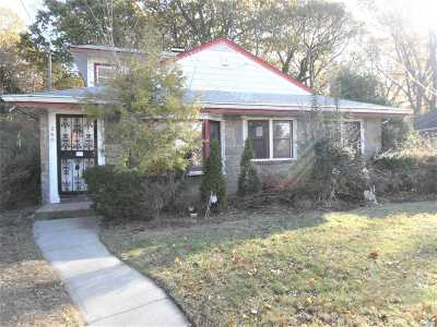 Nassau County Single Family Home For Sale: 240 Coventry Rd