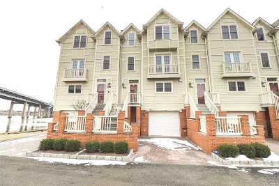 Whitestone Condo/Townhouse For Sale: 168-38 Powells Cove Blvd #17