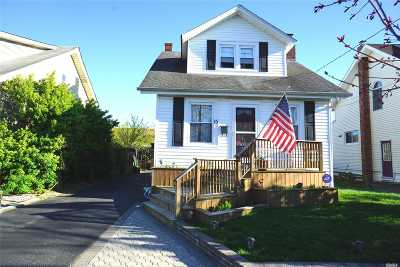 Nassau County Single Family Home For Sale: 15 Ray St