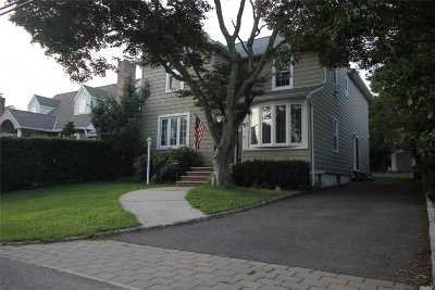 Nassau County Single Family Home For Sale: 57 George St