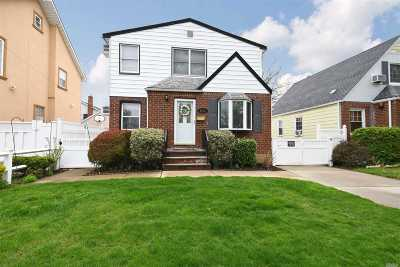 Single Family Home For Sale: 82-23 266th St