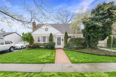 Nassau County Single Family Home For Sale: 67 Regent St