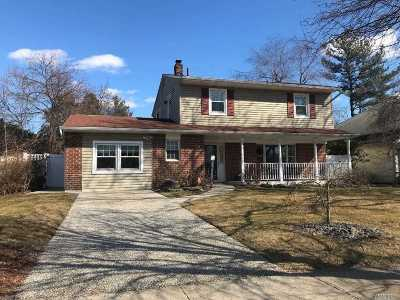 Hicksville Single Family Home For Sale: 19 August Ln