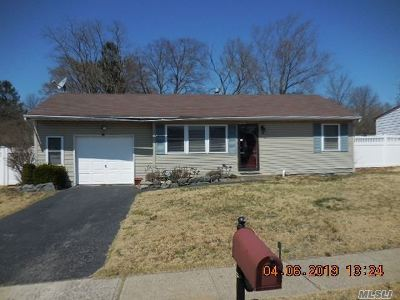 Central Islip Single Family Home For Sale: 30 Pine St
