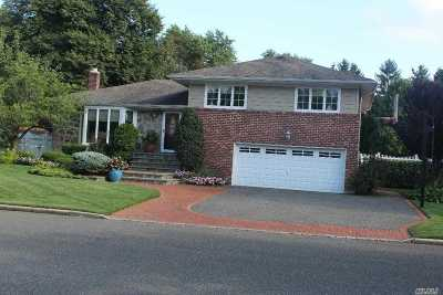 Melville Single Family Home For Sale: 28 Cawfield Ln