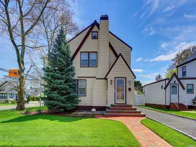 Single Family Home For Sale: 129 Wilson St