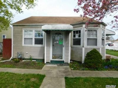 Amityville Single Family Home For Sale: 52 Wilson Ave