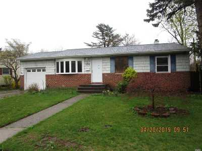 Hicksville Single Family Home For Sale: 132 Gardner Ave