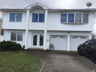 Wantagh Single Family Home For Sale: 2625 Riverside Dr