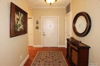 Westbury Condo/Townhouse For Sale: 510 Pacing Way #9-104