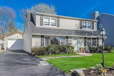 Syosset Single Family Home For Sale: 35 Fieldstone Dr