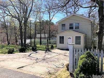 Calverton Single Family Home For Sale: 33 Cherry St