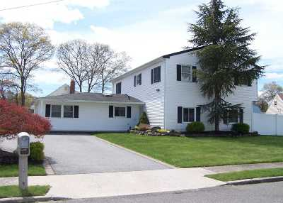 Selden Single Family Home For Sale: 2 Bicycle Ct