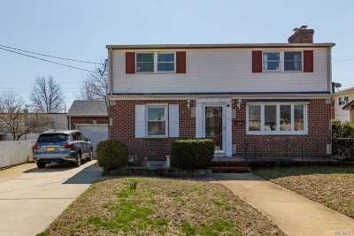 Mineola Single Family Home For Sale: 11 Liberty Ave