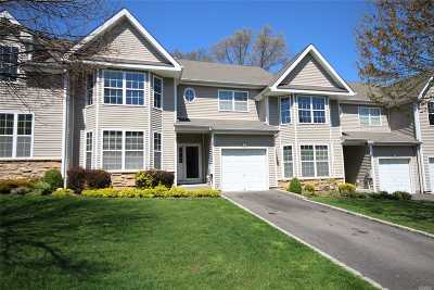 Hauppauge Condo/Townhouse For Sale: 8 Arielle Ct