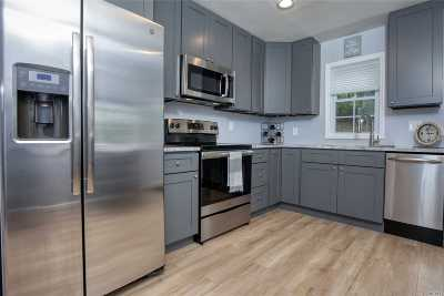 Manorville Single Family Home For Sale: 12 Bruce Dr
