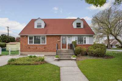 Plainview Single Family Home For Sale: 78 Orchard St
