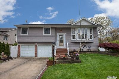 Hauppauge Single Family Home For Sale: 134 Bretton Rd